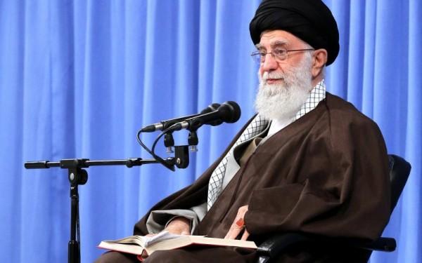 خمسة دروس من نهضة عاشوراء يرويها الإمام الخامنئي