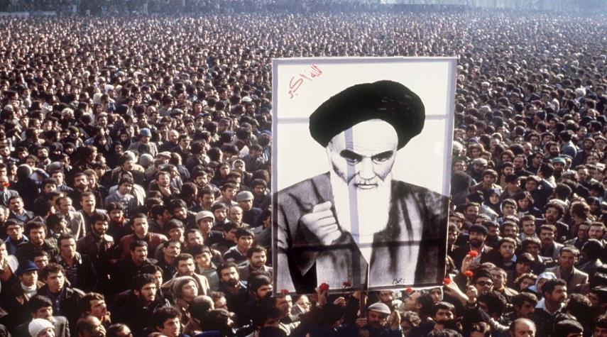 الإمام الخميني (قده) والثورة الاسلامية من وجهة نظر الساسة ومفكري العالم
