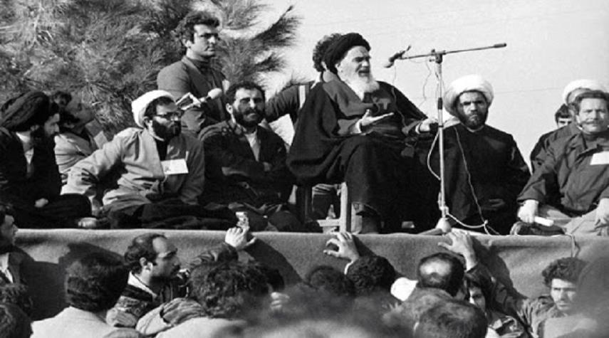 الإمام الخميني (قده) والثورة الاسلامية وموقف العلماء والساسة والمفكرين العرب