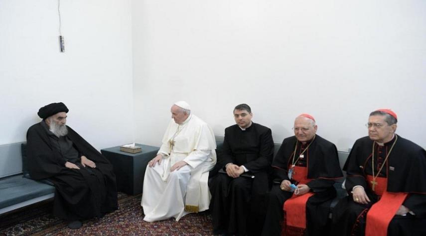 مكتب قائد الثورة: المواقف الحكيمة للسيد السيستاني اثناء زيارة البابا مبعث عز للاسلام