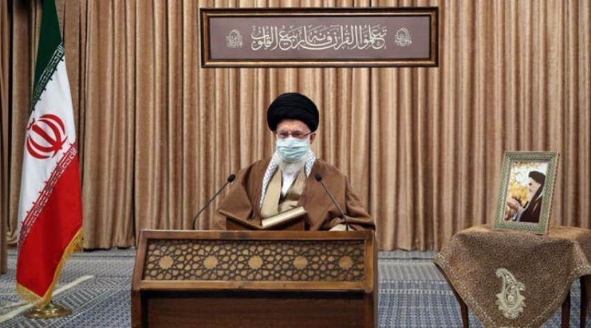 الإمام الخامنئي: على الأمريكيين رفع العقوبات أولاً