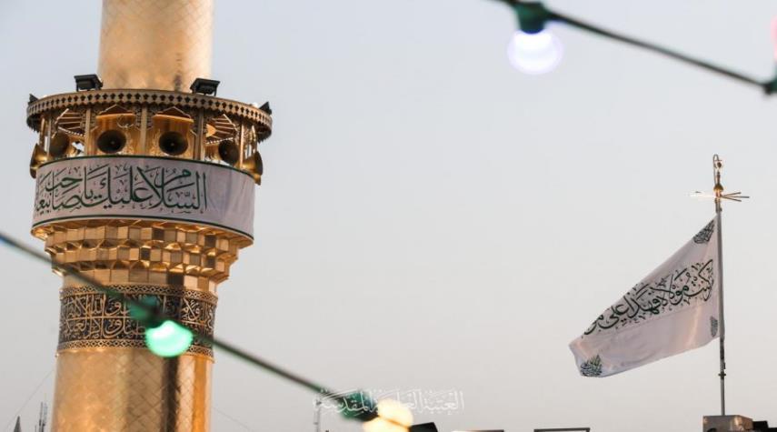 """رفع راية """"من كنت مولاه فهذا علي مولاه """" في رحاب مرقد أمير المؤمنين (ع)"""