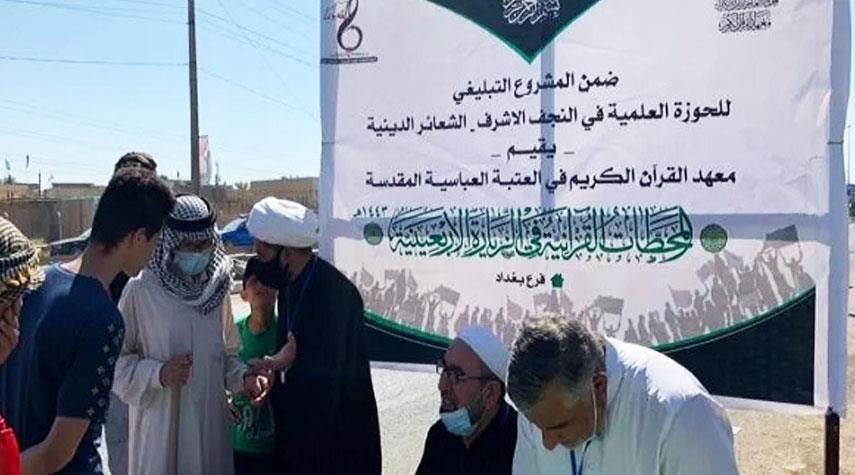 بالصور من مسيرة الأربعين الحسيني.. محطات تعليم القرآن للزوّار تفتح أبوابها في بغداد