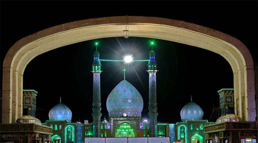 """أجواء مسجد """"جمكران"""" في الليلة التاسعة من شهر ربيع الأول"""